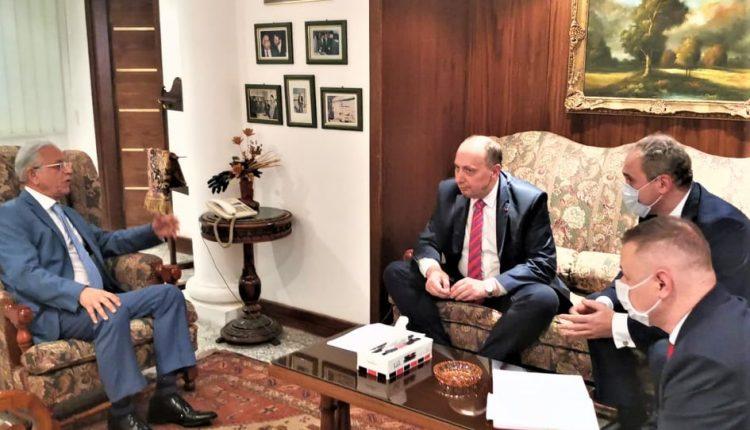 «د. كيلاني يبحث مع رئيس الجانب البيلاروسي لمجلس الأعمال المشترك فرص تصنيع الأدوية الحيوية في «ايبيكو 3